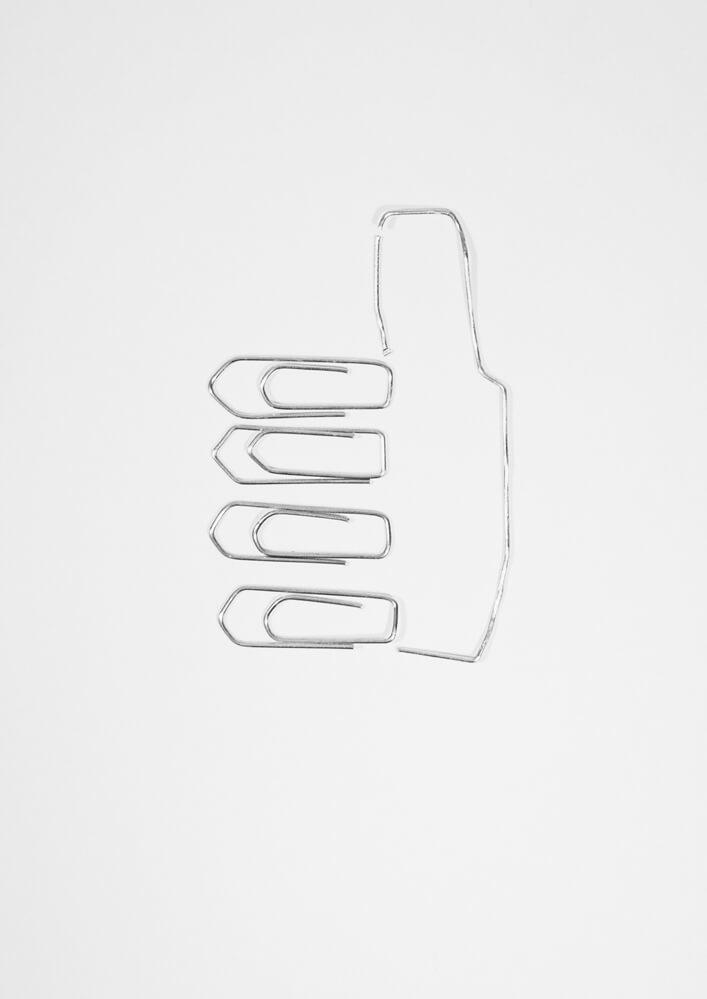 Apropos whitepaper Ausgabe 2 illustration Daumen hoch aus Büroklammer als Sinnbild für Spitzenklasse