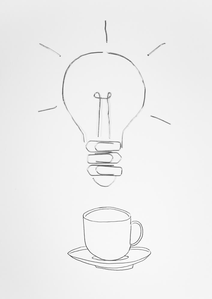 Apropos whitepaper Ausgabe 2 illustration Glühbirne und Kaffeetasse als Sinnbild für kreative Pause